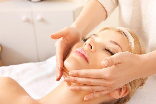 Hình ảnh người phụ nữ đẹp trong tiệm massage