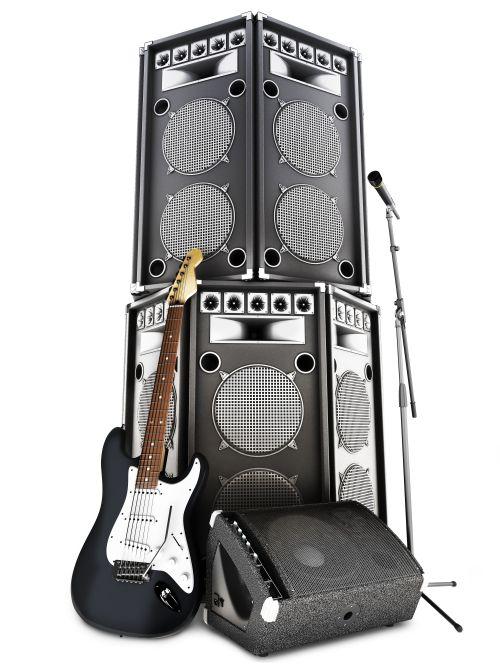 Ảnh chụp kim loại nặng, nhạc rock và roll với loa tháp lớn, amp, micrô và guitar điện trên nền trắng