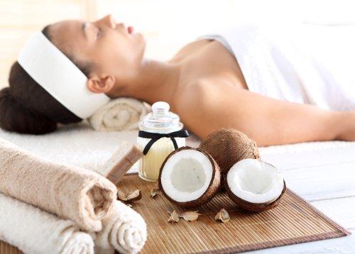Ảnh chụp liệu pháp chăm sóc sức khoẻ & spa với dầu dừa, thư giãn