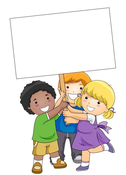 Hình ảnh trẻ em cầm tấm bảng trống trên nền trắng