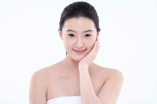 Ảnh chụp Người phụ nữ trẻ châu Á với làn da tươi