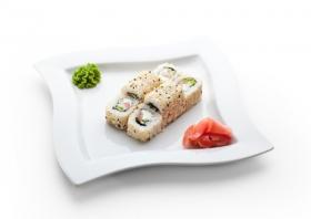 Hình ảnh Maki Sushi Cuộn làm bằng Cá hồi hun khói, Pho mát Kem, Dưa chuột
