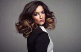 Hình ảnh Cô gái sexy xinh đẹp với mái tóc dài