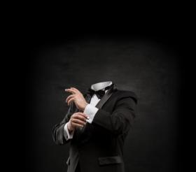 Hình ảnh Người đàn ông không có đầu trên nền bê tông đen