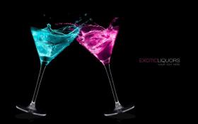 Ảnh 2 ly cocktail với rượu đầy màu sắc