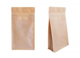 Hình ảnh Túi kéo bằng giấy màu nâu được tách ra trên nền trắng.